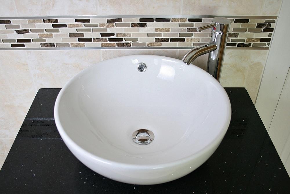 Ceramic Round Curved Bathroom Basin Tap Amp Plug 025