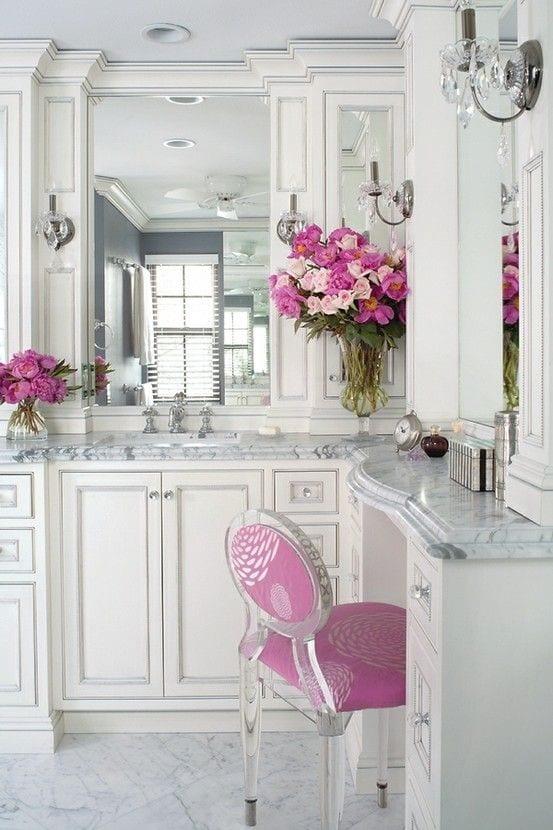 Summer bathroom styling