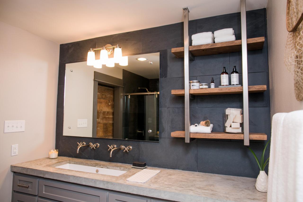 Shelving Arrangement in the Bathroom